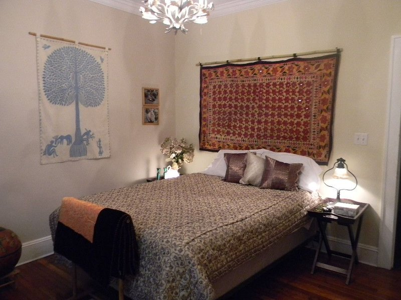 Beautiful and Large Bedroom  in B& in Exquiste  Tropical  Home~Centrally Located, holiday rental in Miami
