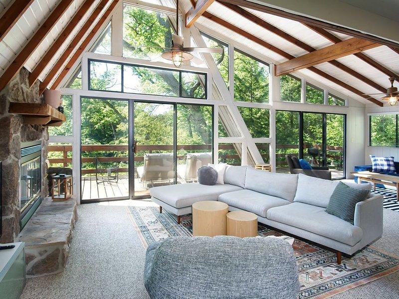 Modern Lakefront Chalet at Innsbrook, location de vacances à Defiance