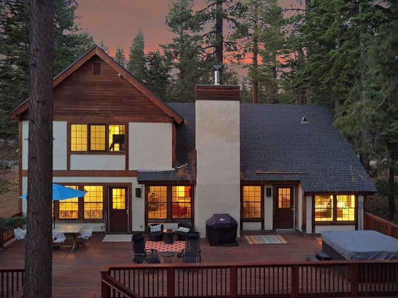 Modern Family-Friendly Home/Tahoe City/next To Nordic Trails, Lake And Resorts – semesterbostad i Tahoe City