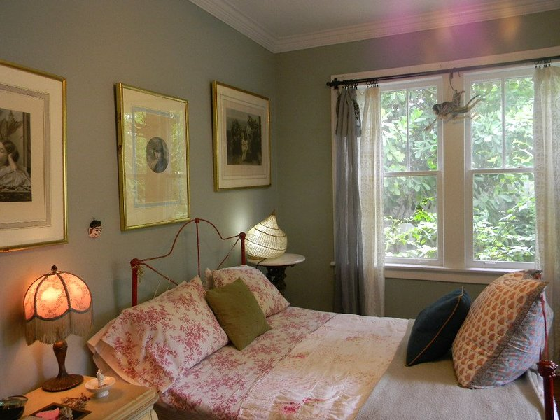 Beautiful Cozy Bedroom In Great B&B  Historic Home ~ Close To The City Center, holiday rental in Miami