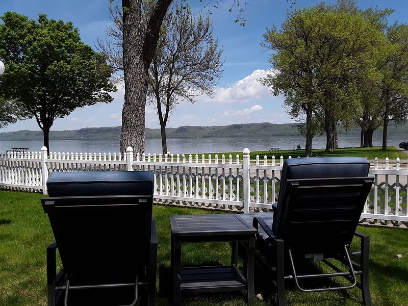 Fantastic Large Family Home Right On Beautiful Lake Pepin!, holiday rental in Lake City