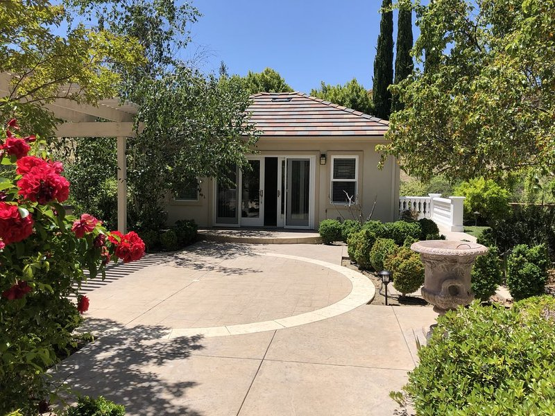 Beautiful private guesthouse in upscale neighborhood, vacation rental in Morgan Hill