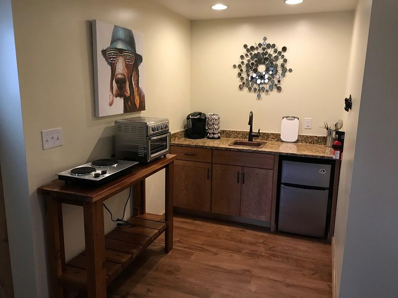 Whisper Creek Lodge! Lower Level Suite! – semesterbostad i Buckingham