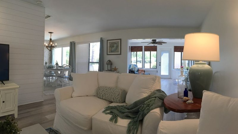 Cottage on the 17th Fairway, w/ Golf Cart and 3 Minutes From White Sand Beach!, holiday rental in Sandestin