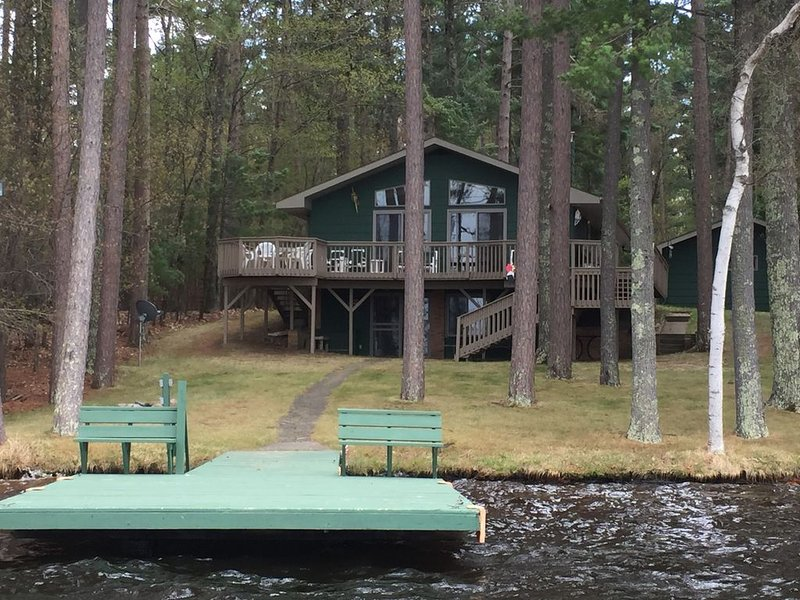 Lovely Open-Concept Home on Catfish Lake w/Guest Cottage, vacation rental in Eagle River