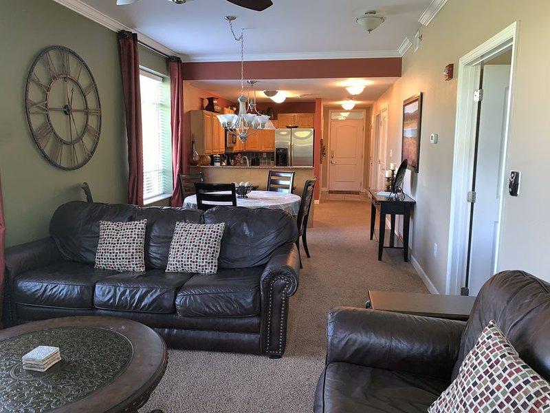 Beautiful First Floor 2 Bedroom/2 Bath Riverfront Condo, vakantiewoning in Sevierville