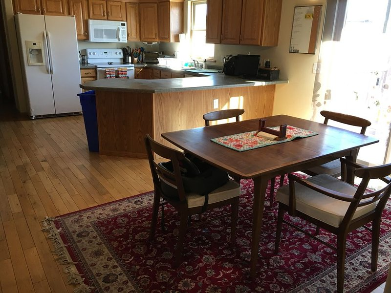 Cozy, Spacious & Kid Friendly. Short Walk to Town, vacation rental in Coon Valley