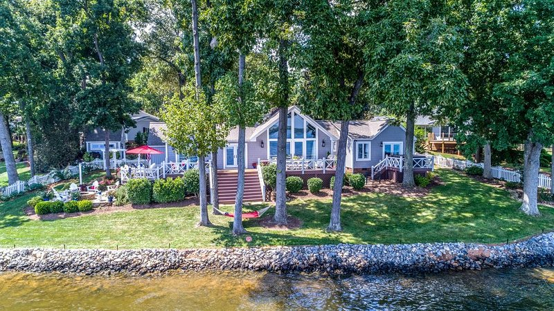 Sunrise Luxury Home on Lake Norman, holiday rental in Sherrills Ford