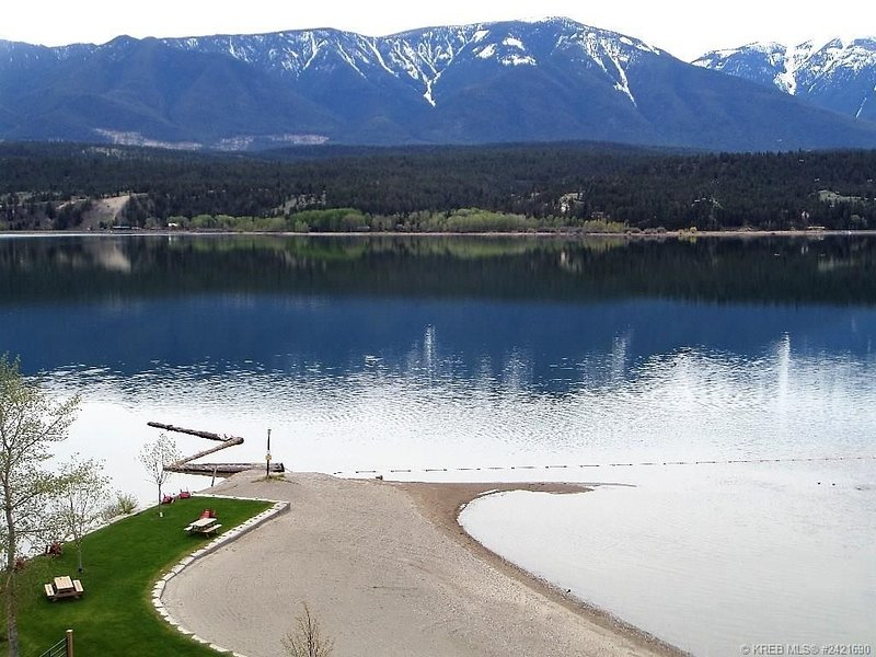 Family Friendly Akiskinook! Beach, pool/hot tub; boat slip avail. 4adults/4kids, Ferienwohnung in Fairmont Hot Springs