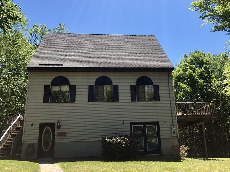 Beautiful 3 season home - Spring Summer and Fall, holiday rental in Henniker