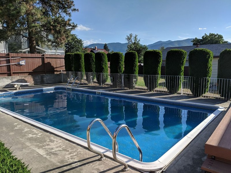 NEW - Penticton Downtown Home with Private Pool, vacation rental in Penticton