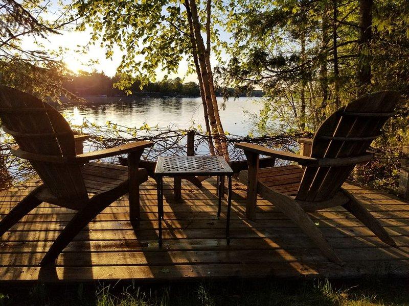 4 bedroom Lakefront/Waterfront House on Picturesque Long Lake, aluguéis de temporada em Cheboygan