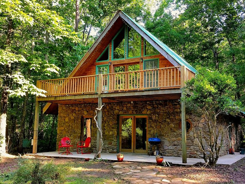 Secluded, amazing artesian home in beautiful Coppingers Cove - outdoor paradise, holiday rental in Coalmont