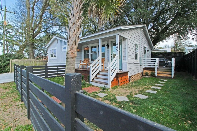Charleston Cottage Close to Downtown!, vacation rental in Sullivan's Island