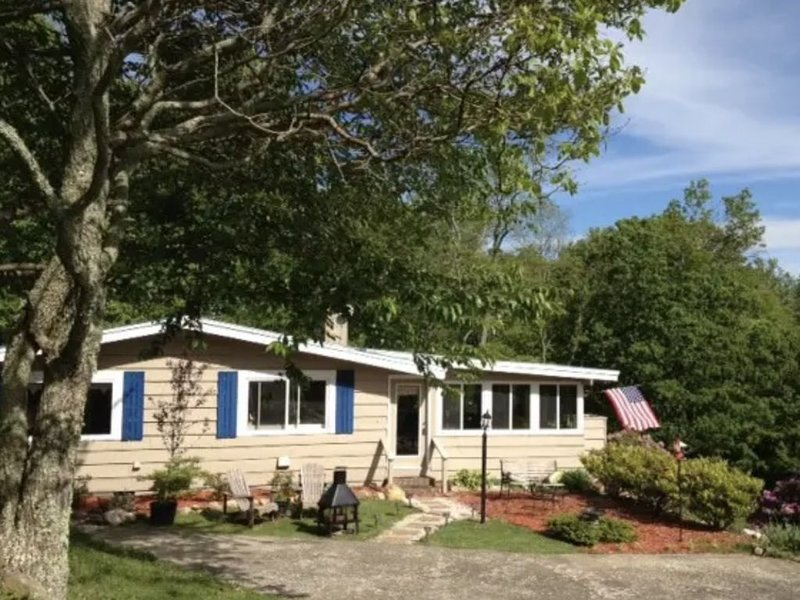 Plenty of Room Inside and Out! Open and Airy Mountain Home. – semesterbostad i Willis