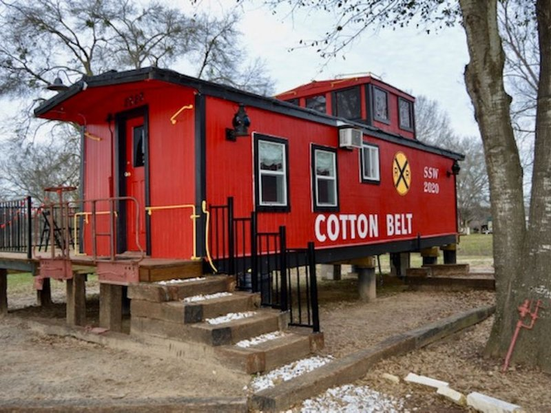 Water Front 1920's Vintage Cotton Belt Caboose, holiday rental in Buffalo
