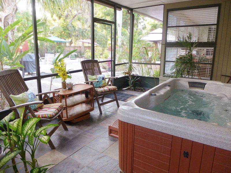 COCONUT PALM APT~ COMFY 2ND FLR APT W/ LOCKED PRIVATE DOOR!, alquiler de vacaciones en Fort Myers