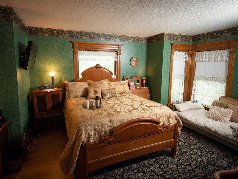 Ti Voglio Bene Bed & Breakfast - Greaton Suite, holiday rental in New Richmond