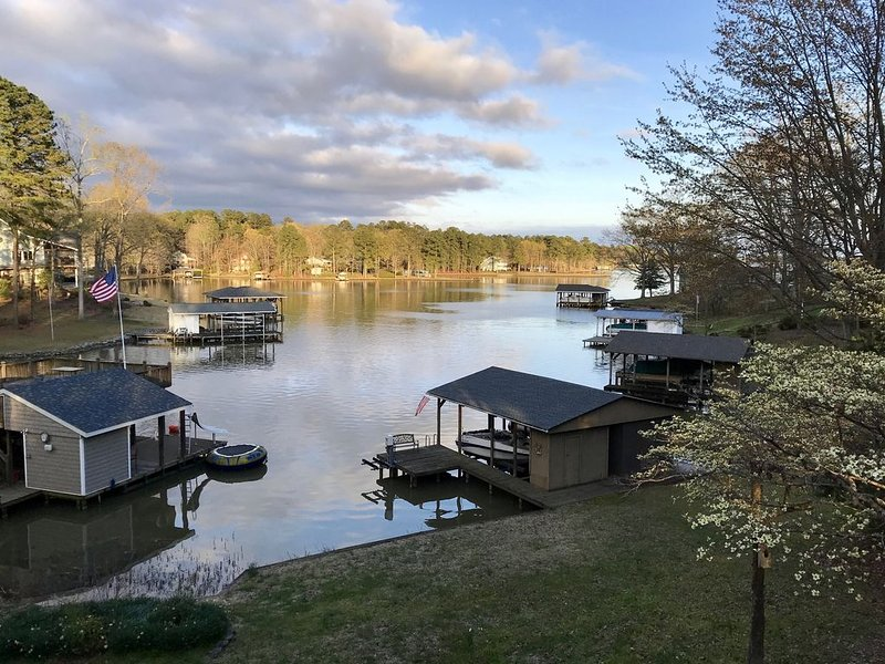 Relaxing Lake Gaston Getaway (two separate living spaces; sleeps 9), vacation rental in Gaston