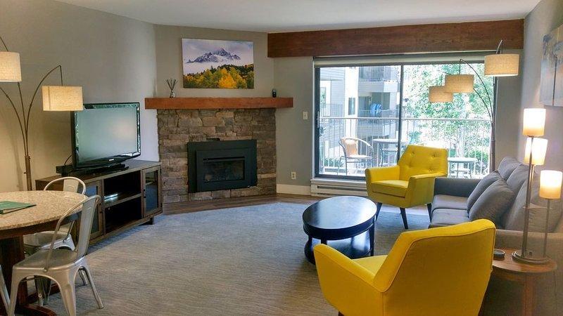 Luxury Condo w/ FREE WiFi, Parking, Heated Pool, Hot Tubs, Skier Shuttle, location de vacances à Avon