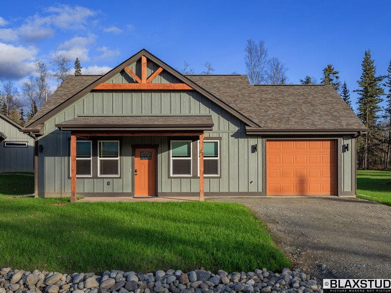 Stoneridge Place Cottage #3 - Vacation or Executive Retreat 2BR 2BA Garage!, vacation rental in Wasilla
