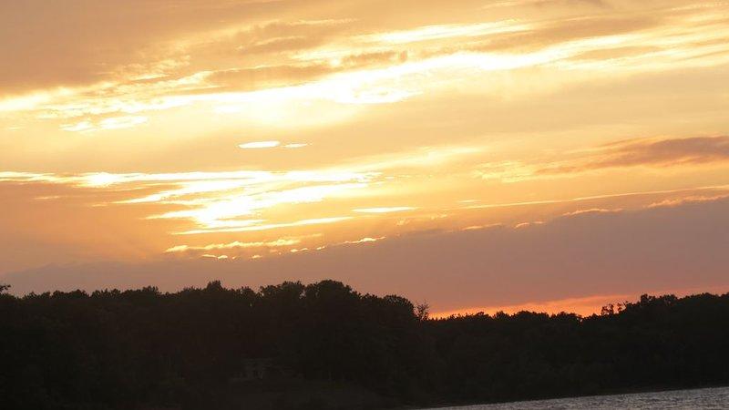 Alle Sonnenuntergänge sind einzigartig und wunderschön. So friedlich.