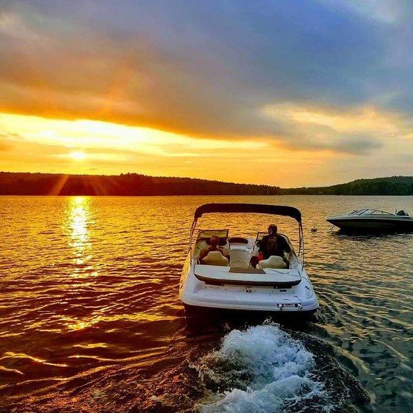 Thompson Lake(front) Getaway!, location de vacances à Auburn