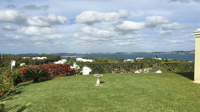 Rose Hill View - near Port Royal Golf Course and Whale Bay with panoramic views, holiday rental in Sandys Parish