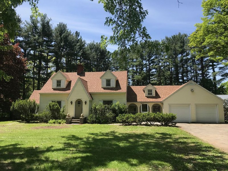 4 Bedroom House Close to UMass/Amherst, Historic Deerfield & Yankee Candle, holiday rental in New Salem