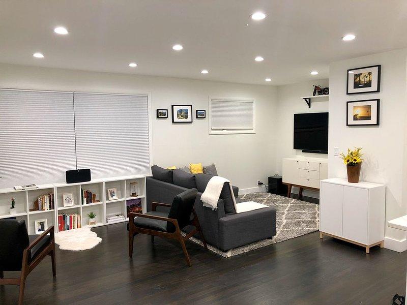 Modern Minimalist Denver Home, holiday rental in Sheridan