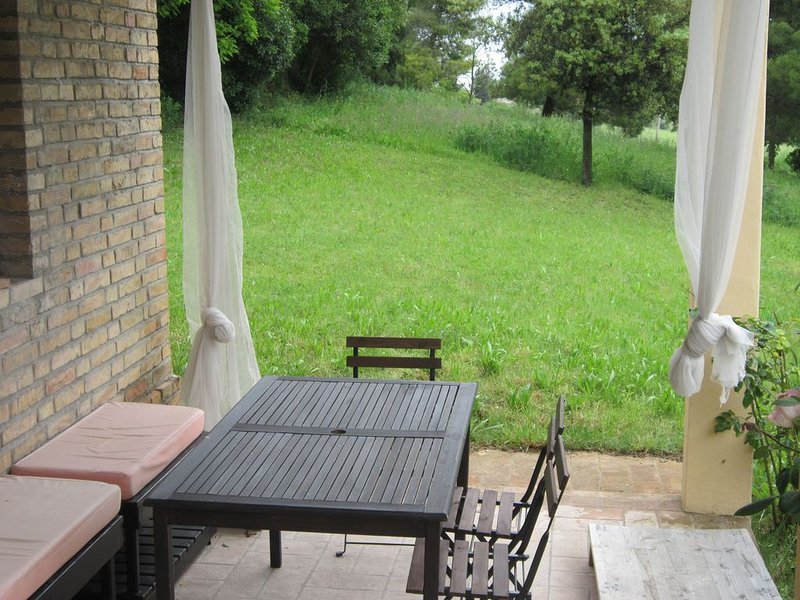 Family property in the beautiful Marche countryside near to the Conero sea park, vacation rental in Agugliano