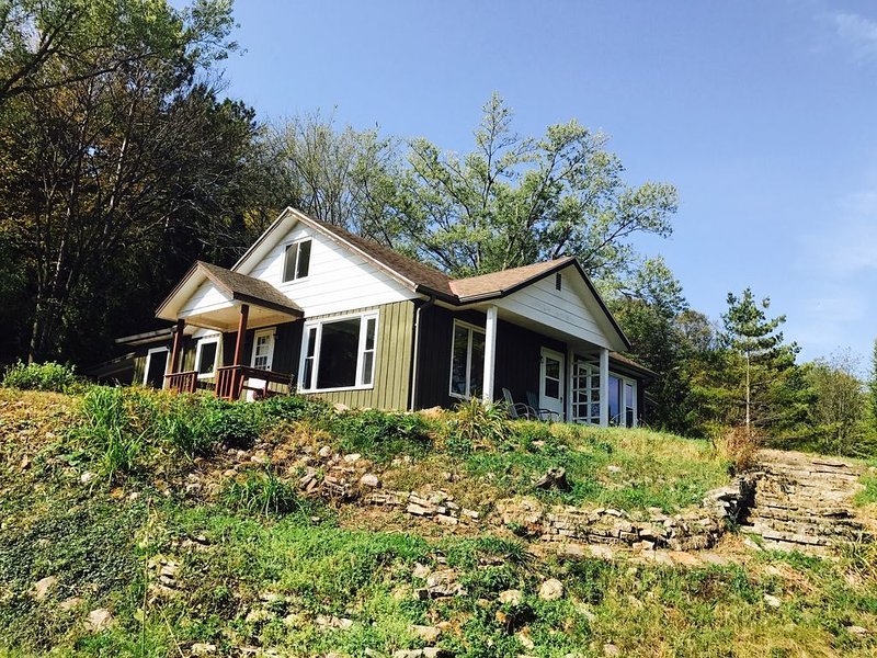 Enjoy a relaxing stay at the Chickadee Cottage in Richland Center Wisconsin, alquiler de vacaciones en Soldiers Grove