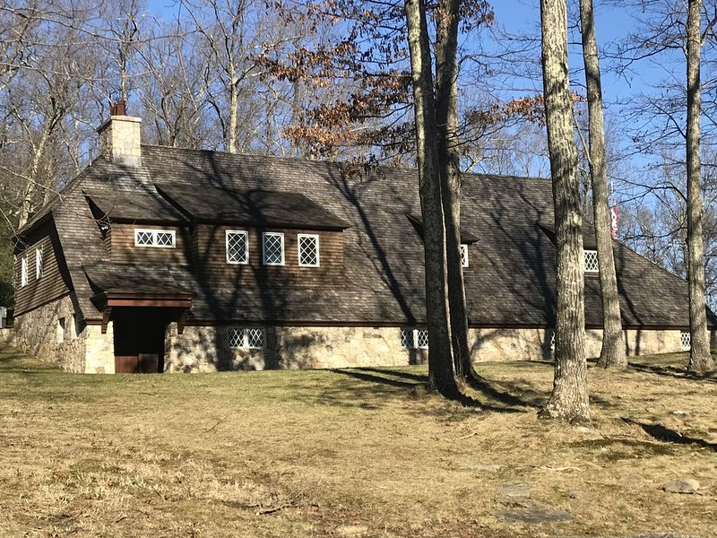 Carriage House on 44 Private Acres. Amazing old world stone work & sweeping lawn, vacation rental in Washington Depot