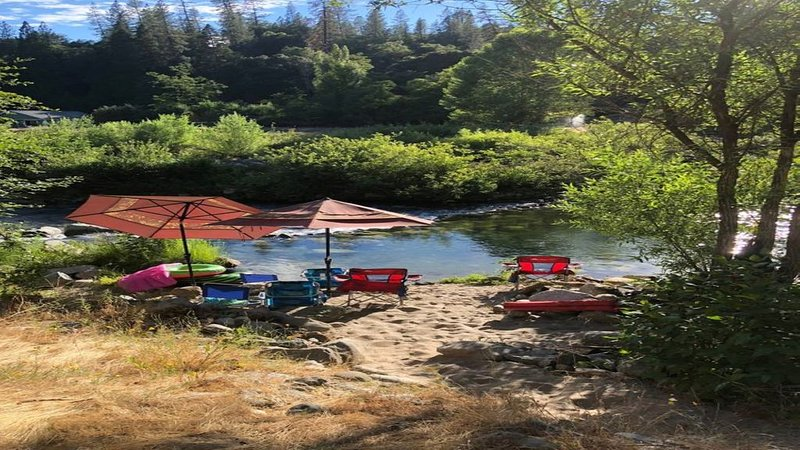 River Front Cabin on the Middle Fork of the Yuba River, holiday rental in Oregon House