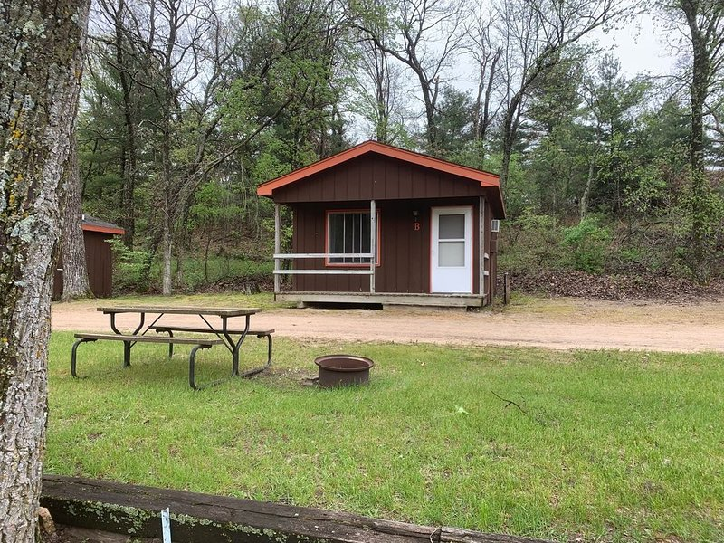 4 Person one bedroom rental cabin on campground, location de vacances à Westfield