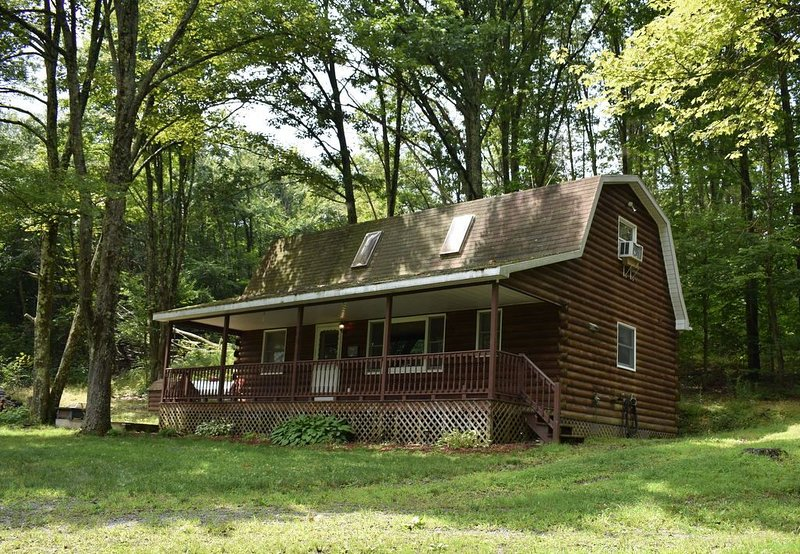 If you love the quiet outdoors and love the nature you will love this cabin., alquiler de vacaciones en Tioga County