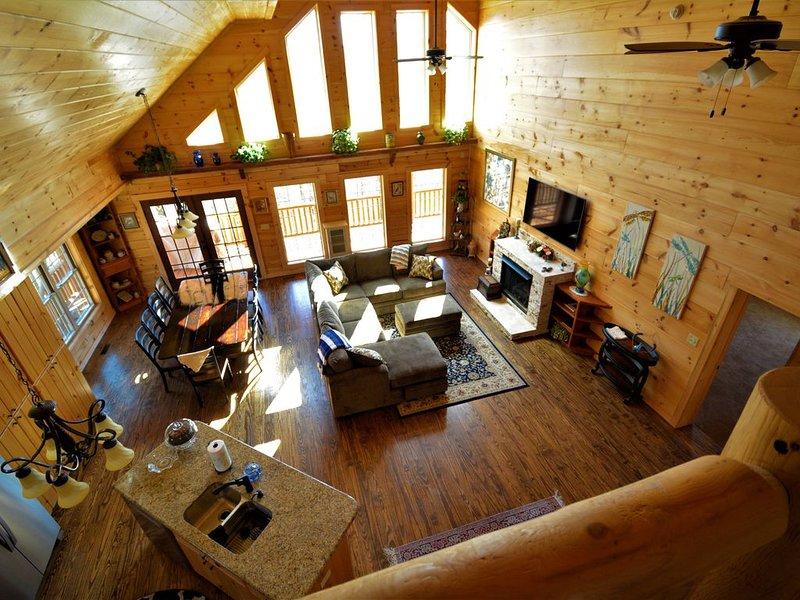 Stunning Log Home  sleeps 11, holiday rental in Saluda