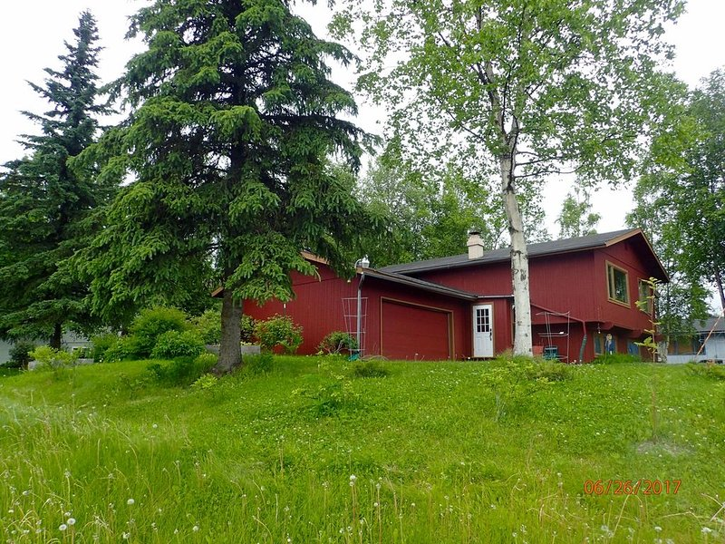 100 Meters from hiking, cycling and wildlife viewing., holiday rental in Anchorage