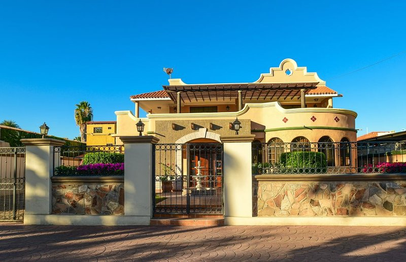 Villa Luna: Resort-Style Home with Pool Just Steps from Central Historic Plaza, vacation rental in Loreto