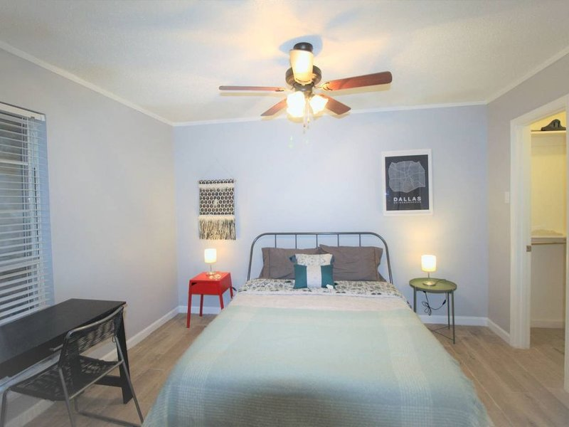 Fully Furnished, Professional Condo, Like Home!, holiday rental in Carrollton