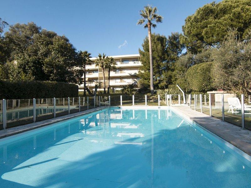 LA PALMERAIE - 1 bedroom apartment + swimming pool in Juan les Pins, holiday rental in Juan-les-Pins