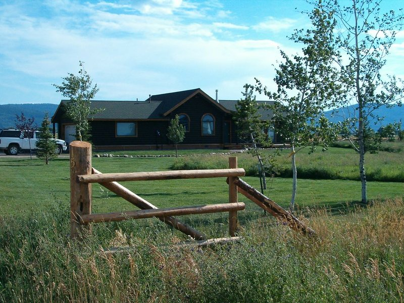 Modern log home with a view of the Tetons!, vacation rental in Victor