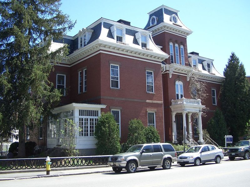 Elegant Studio Apartment walk to downtown, holiday rental in Kittery Point