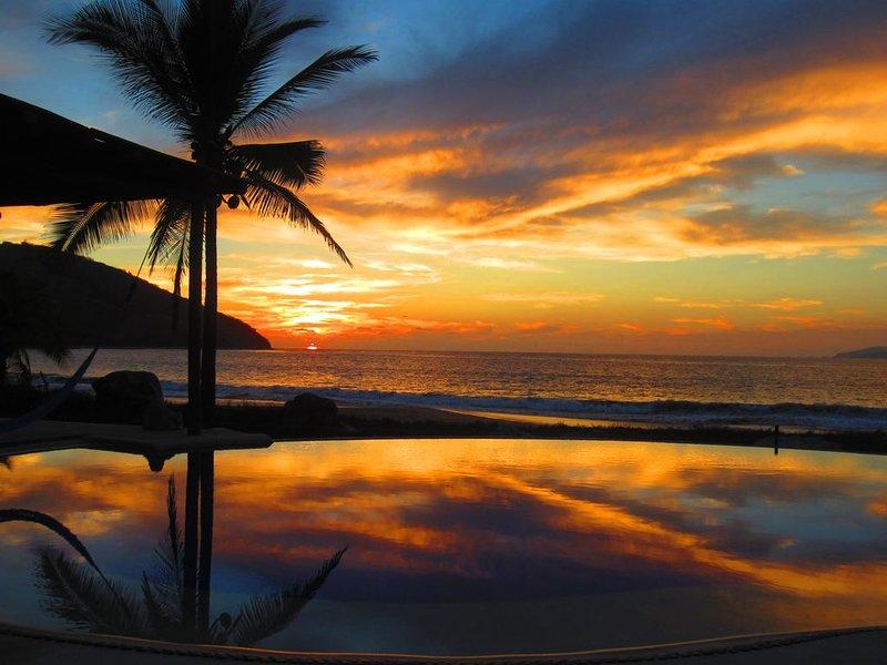 Oceanfront Luxury On The Last Best Beach, aluguéis de temporada em Petatlan