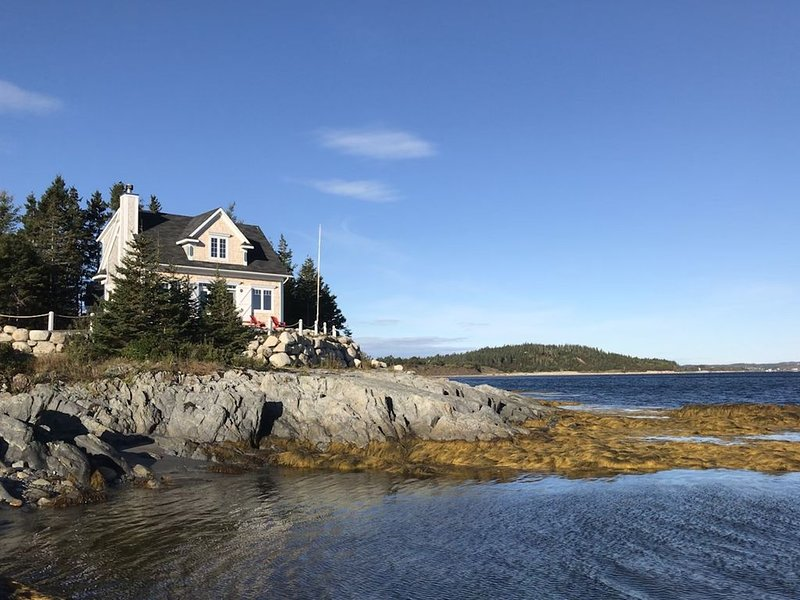 On the Ocean in Lunenburg, vacation rental in LaHave