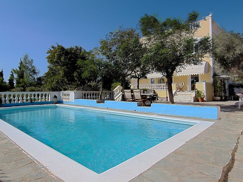Family Villa, close to the beaches, SPA Hotel, Athens and Archeological sites, vacation rental in Keratea