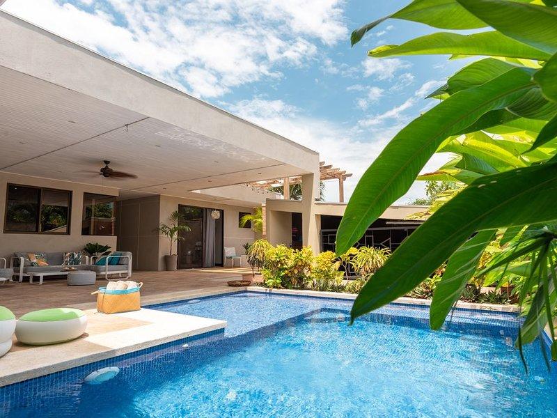 Villa Ayola | PRIME LOCATION | 1MIN WALK TO BEACH, alquiler de vacaciones en Mal País