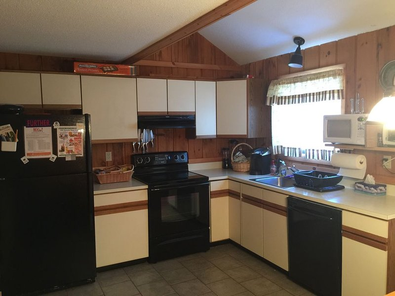 Cozy Condo Located 1 Mile To Mount Snow - Ski Home Trail & Mover To Mountain, alquiler de vacaciones en Dover