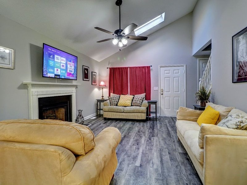 KSU, I-75 & Major Shopping Only 5 Minutes Away, holiday rental in Cartersville