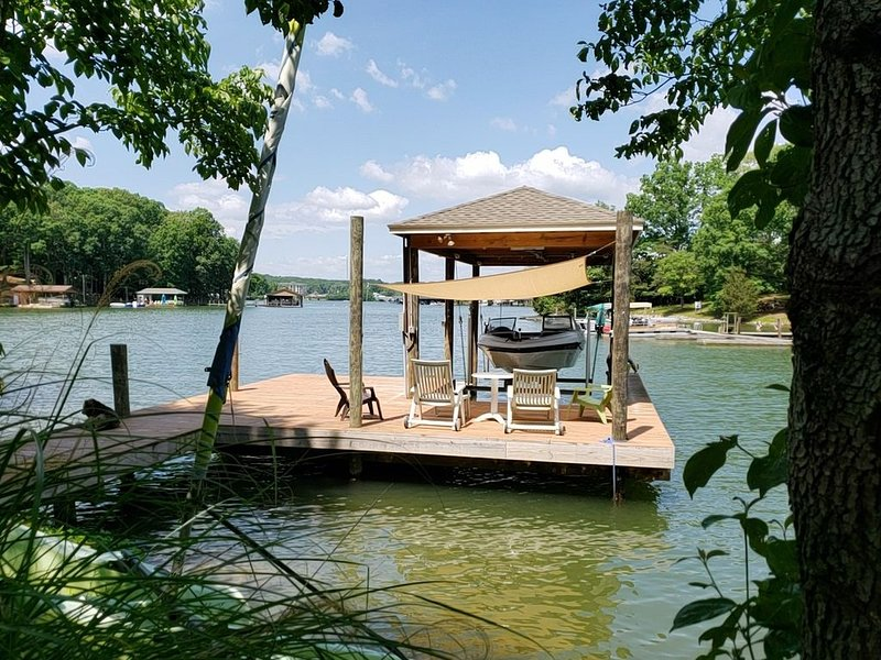 Fun Family Cottage on Smith Mountain Lake!, alquiler vacacional en Moneta